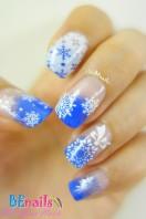 BEnails印花美甲指甲轉印鋼板(BN007_冰雪之鏡)美甲DIY範例-潔白的雪花,如同自然雕琢的精緻美麗花,不禁想像他們在指尖飛舞的華麗身影!讓單調的指甲 披上了銀白裝扮!
